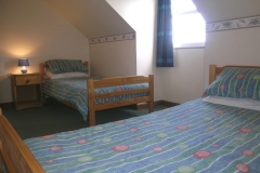 Twin bedroom with two sigle beds