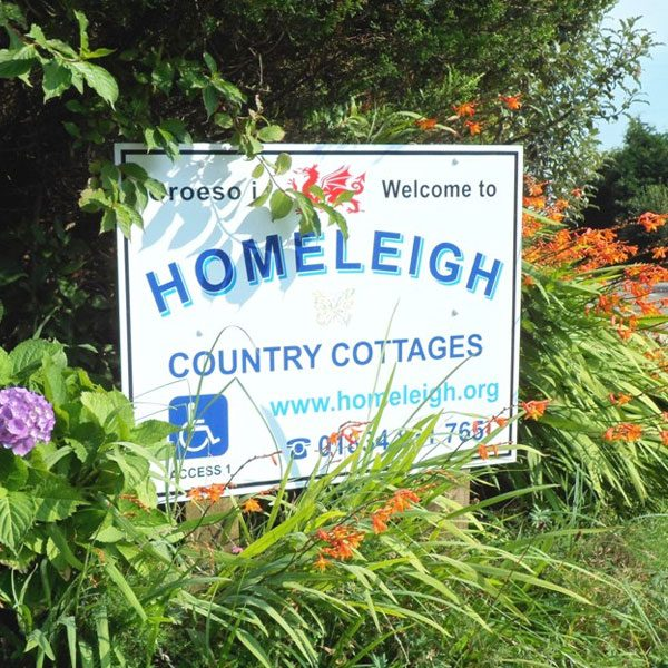 Homeleigh Country Cottages welcome sign